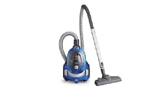 синий пылесос стоит на полу