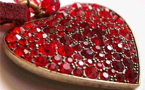 подвеска в виде сердца из гранатового камня