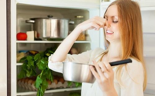 чем помыть холодильник чтобы избавиться от неприятного запаха