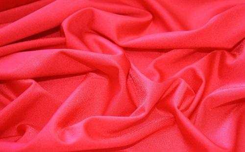 красная шифоновая ткань