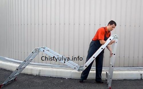 Шарнирная стремянка раскладывается в рабочее оборудование оптимальной высоты