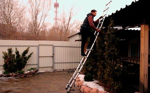 Телескопические стремянки используют при ремонтных, садовых работах и в быту