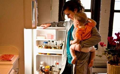 Как отмыть холодильник, который воняет?