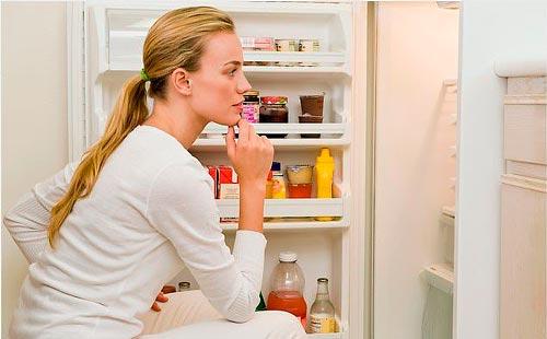 Чем и как помыть холодильник внутри после размораживания от вони?