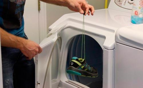 как стирать кроссовки в стиральной машине автомат без мешка с шнурками
