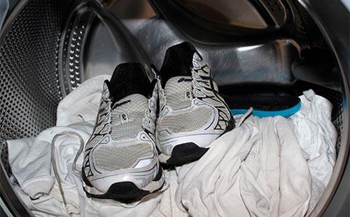 как стирать кроссовки в стиральной машине автомат без мешка с отжимом