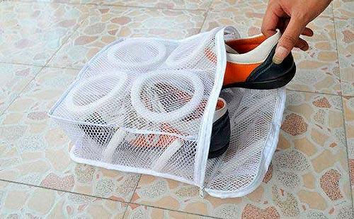 чем заменить мешок для стирки кроссовок?