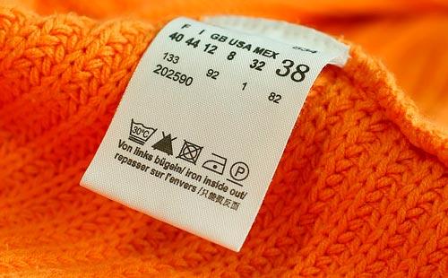 пиктограмма на этикетке оранжевого вязанного свитера