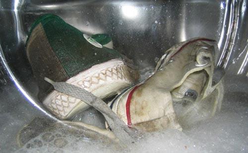 как выстирать кроссовки в машинке автомат в каком режиме