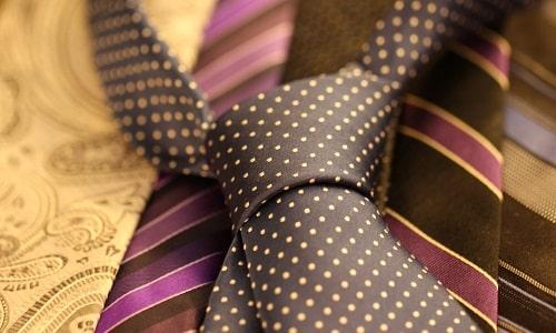 Как завязать галстук пошагово: фото, видео, простые способы. Самые популярные и красивые узлы. Как сделать галстучный узе красиво. Как запросто научиться вязать галстучные узлы. Читайте по этой ссылке!